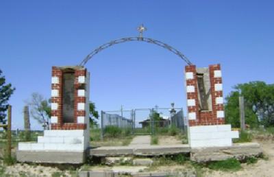 Bild 2: Eingangstor zum kleinen Sioux-Friedhof am Wounded Knee