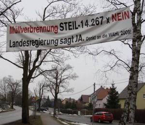 Bürger bekundeten ihren Protest zur geplanten Sondermüll- verbrennungsanlage der Theo Steil GmbH in Eberswalde   durch eine  Plakat-Aktion